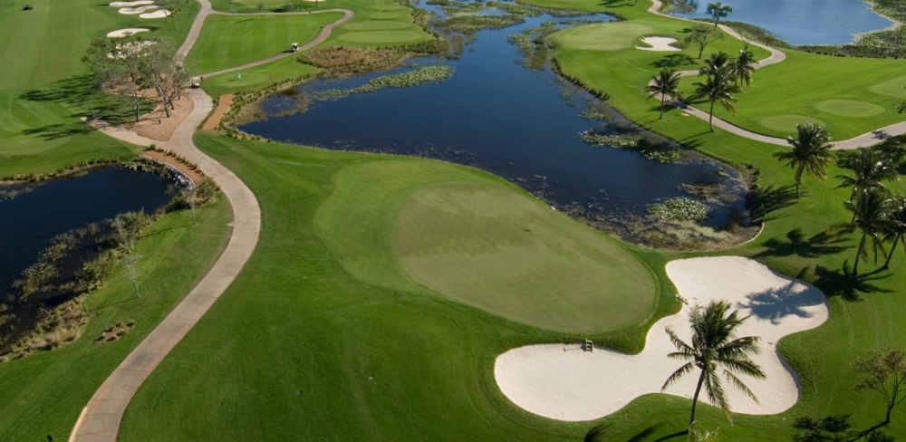 Vue aérienne d'un green sur le PGA National en Floride