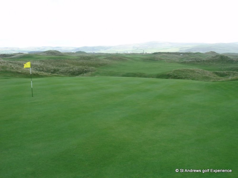 Elevated green at Machrihanish Golf course