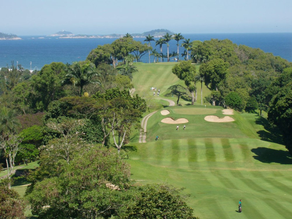 Holes overlooking the sea at Gavea Golf & Country Club