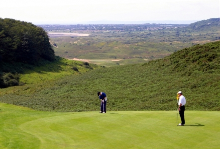 Elevated green on Southerndown golf course