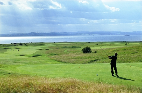 Golfer playing at Gullane n°1
