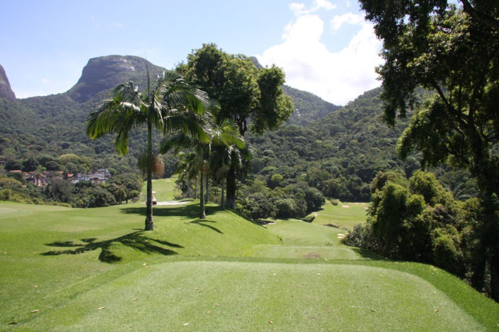 Downhill hole at Gavea Golf & Country Club
