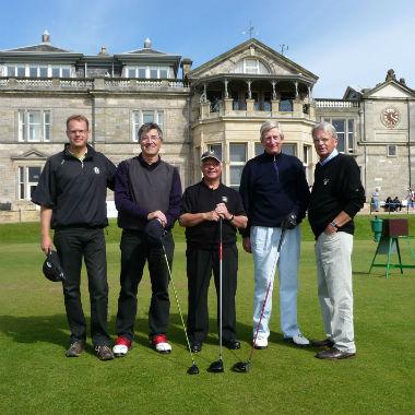 Golfeurs sur le parcours du Old Course