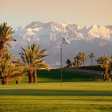 Ausblick von den Atlas von ein Golfplatz in Marokko