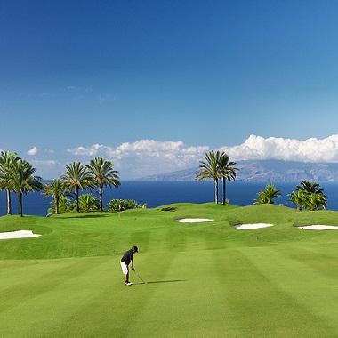Golfspieler auf den Abama Golfplatz in Spanien