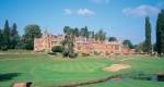 Hoyo 18 con rìo sobre el campo de golf de Rolls of Monmouth