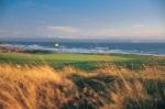 Green y mar sobre el campo de golf de Royal Porthcawl