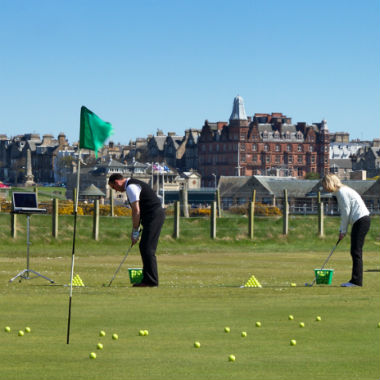 Cours de chipping à l'académie de golf de St Andrews