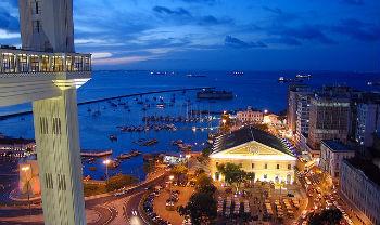 Ville de Salvador la nuit