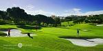 Golfeurs sur le green sur le parcours de Vale do Lobo à Vilamoura au Portugal